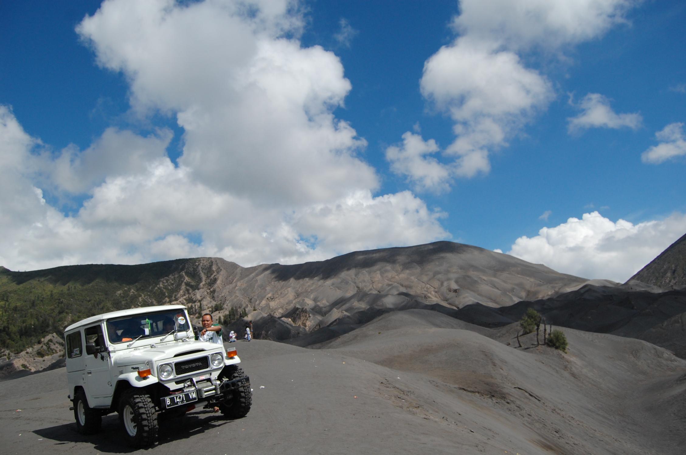Sewa Jeep Bromo Murah Terbaru